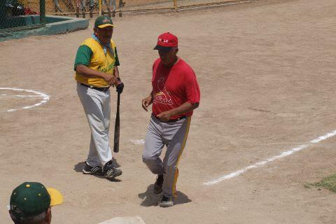 Dolores Omar Hernández de Insulinos Sur en el softbol de segunda fuerza