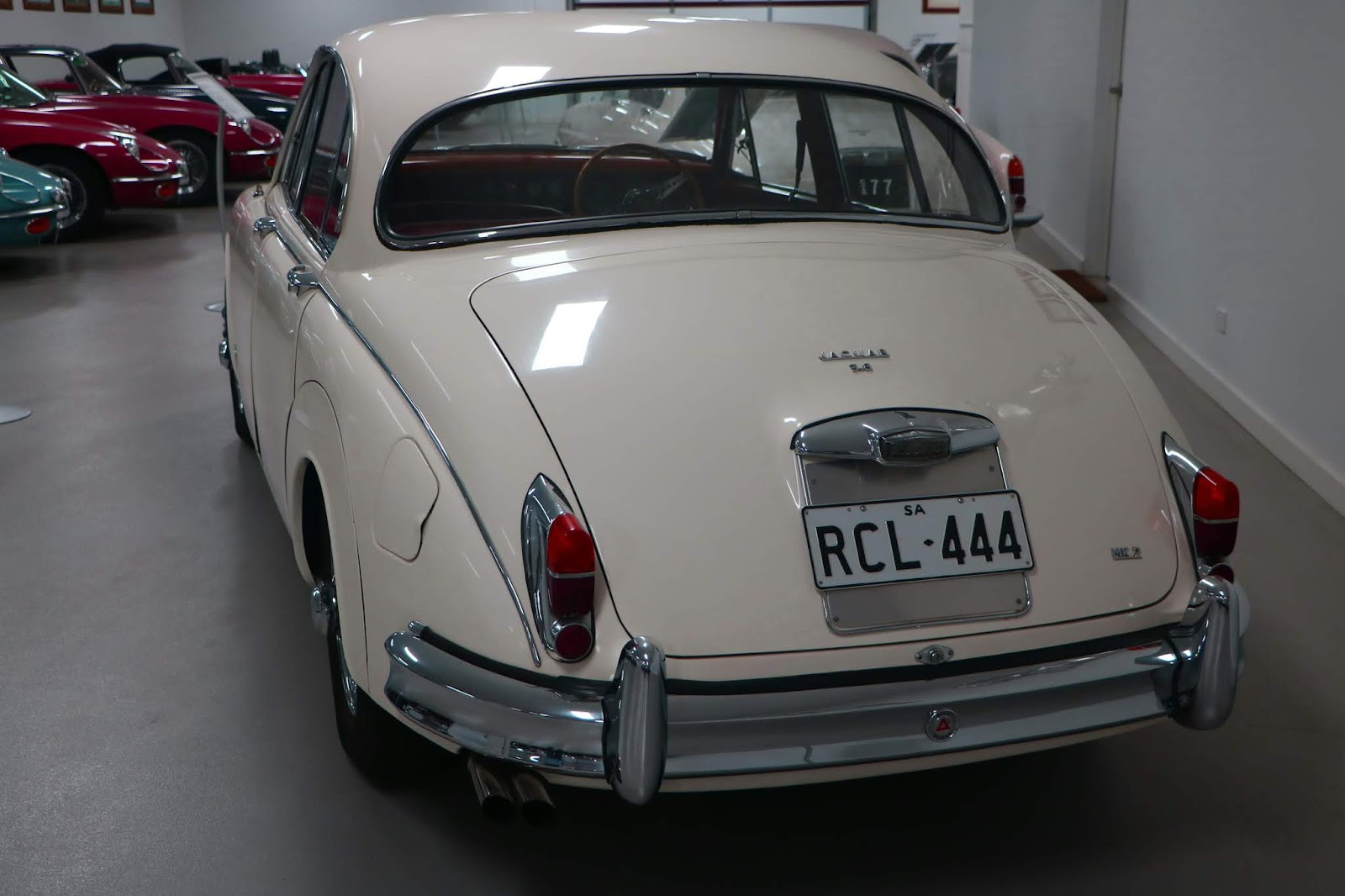 Carl_Lindner_Collection - 1965 Jaguar Mk II 3.8 Sedan 04.JPG