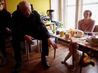 """Благотворительный проект """"Мать и дитя"""" www.helfenleben.com  Председатель Правления """"Мальтийской Службы Помощи"""" Санкт-Петербурга, священник, отец Рихард Штарк и Саша Веселов"""