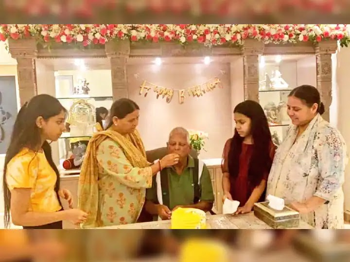 दिल्ली में मनाया गया लालू यादव का जन्मदिन, बेटियों ने लिखा भावुक कर देने वाला संदेश