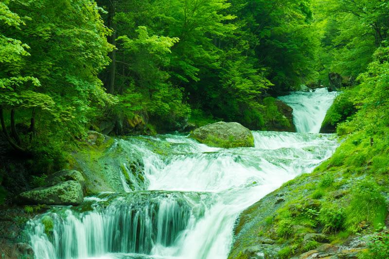 Oshidori-gakushi waterfall photo1
