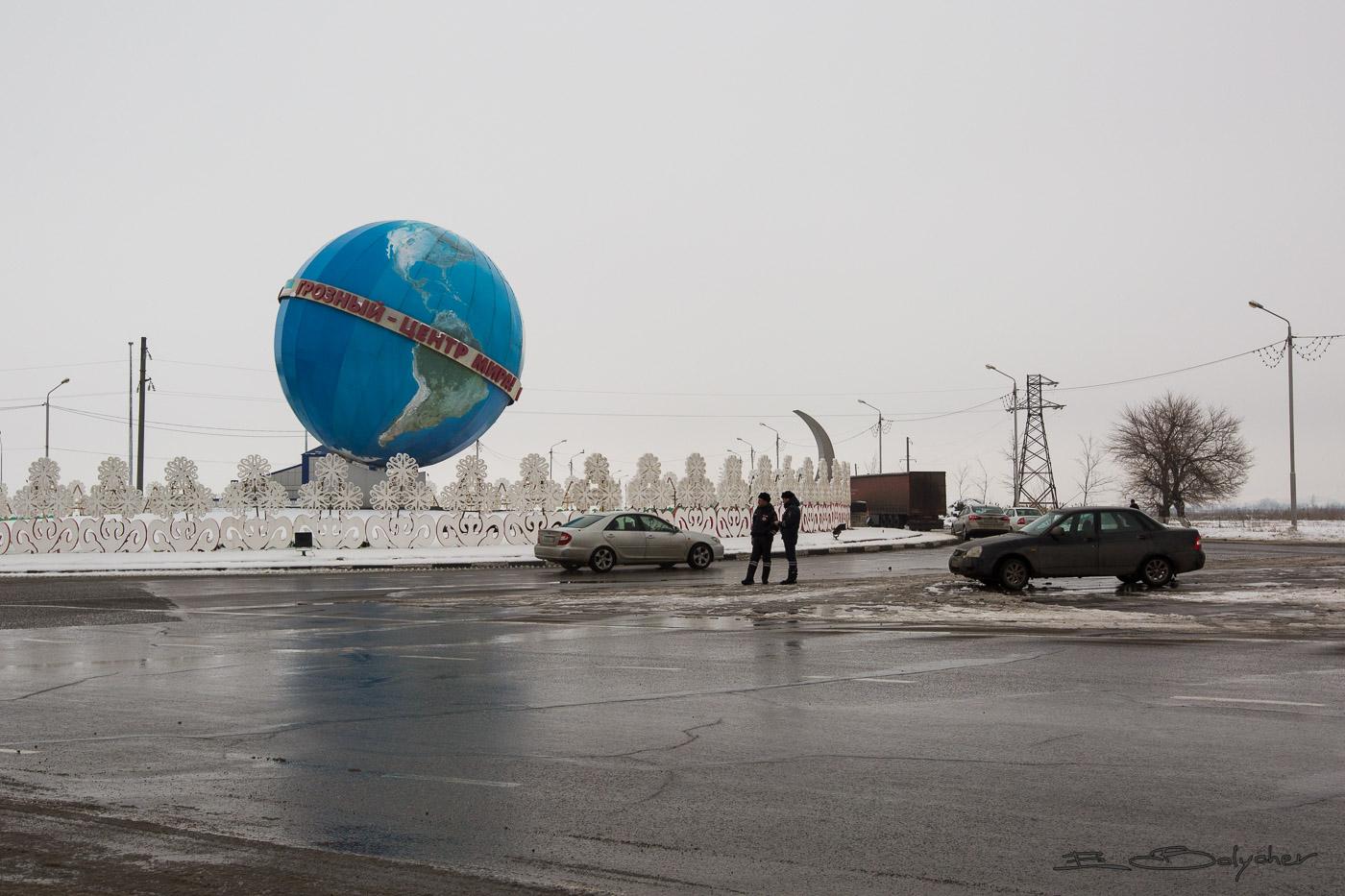 Памятник с крестом на просвет Гудермес заказ памятника на кладбище Гремячинск