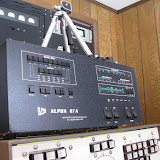 Alpha 87A amp - auto tune and 1.5 KW. Terry rigged the stationto automatically switch between all 5 HF antennas behind the scenes using the K3 band decoder output data and a 5 position relay