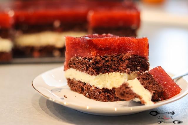 ciasta i desery,ciasto na biszkopcie,ciasto z kremem, masa z mlekiem w proszku, ciasto z owocami, ciasto z musem owocowym, ciasto z galaretką, weekendowe ciasto, ciasto na weekend,ciasto z kremem i owocami,