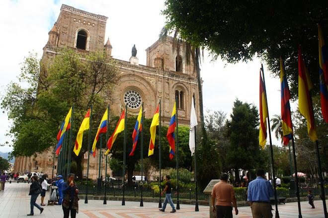 cuenca ecuador plaza abdon calderon