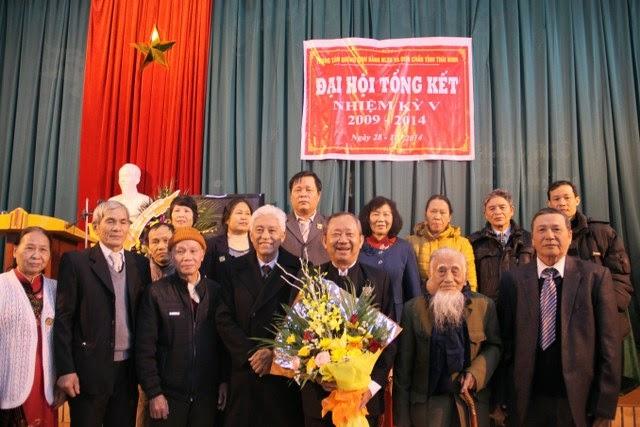 GS.TSKH Bùi Quốc Châu chụp ảnh cùng Đại hội