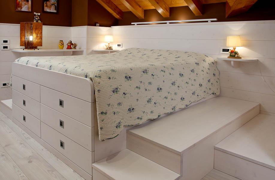 Camere da letto offerta di letti armadi armadi - Letto con pedane ...