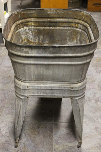 Wash bin on stand available for rent from www.momentarilyyours.com, $25.00.