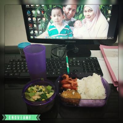 Labu Pakcoy Jamur Kuah Jagung, Ayam Goreng Renyah dan Sosis Goreng
