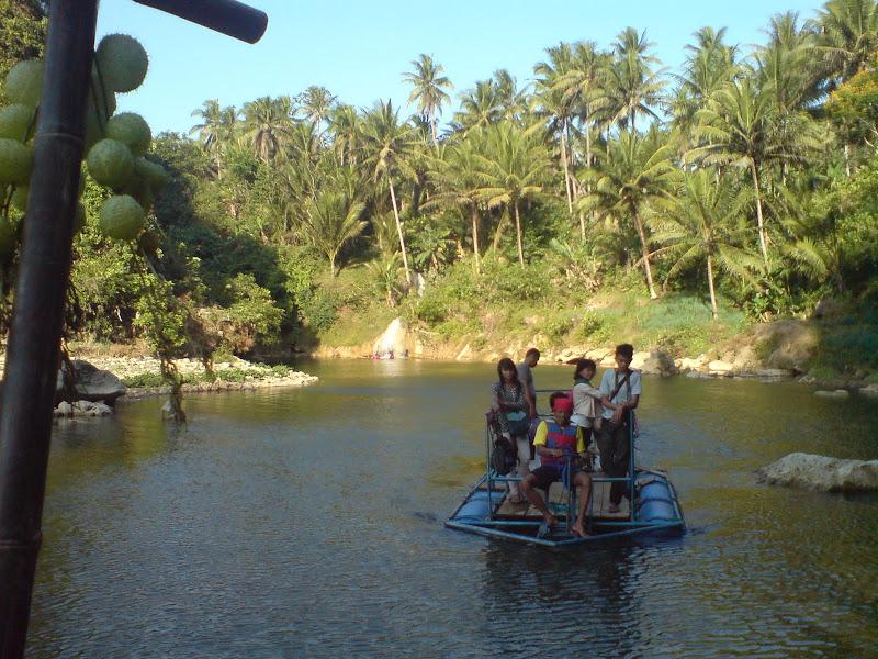 Perahu Karet Menuju Air Terjun  Sri Gethuk