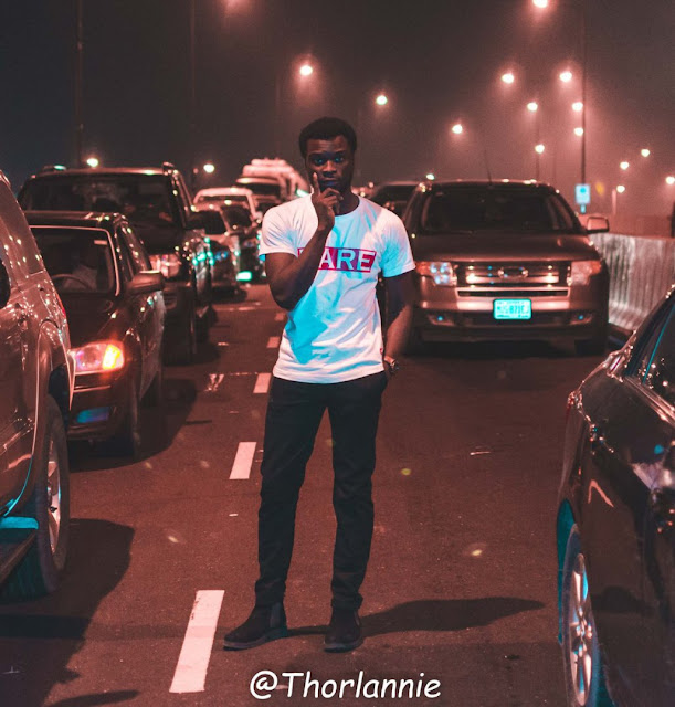 Youths Stuck In Lagos Traffic For 5 Hours Turns It To A Photoshoot