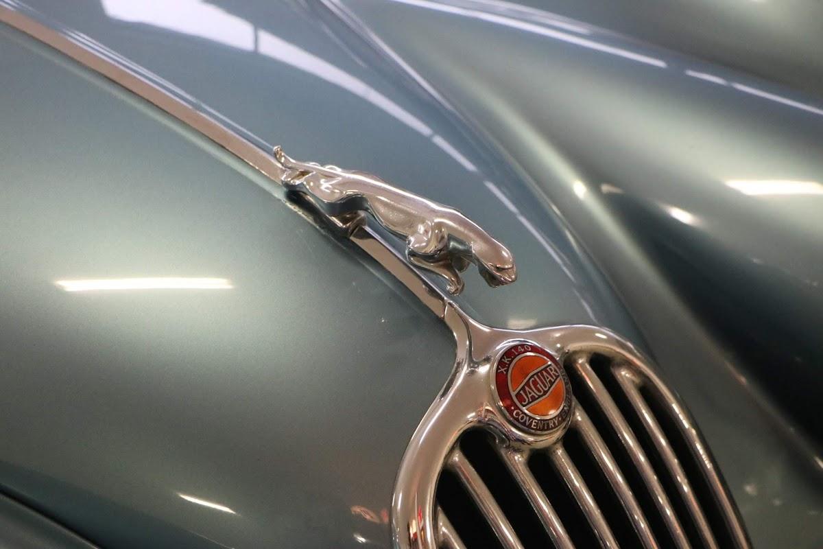 Carl_Lindner_Collection - 1953 Jaguar XK140 Coupe 06.jpg