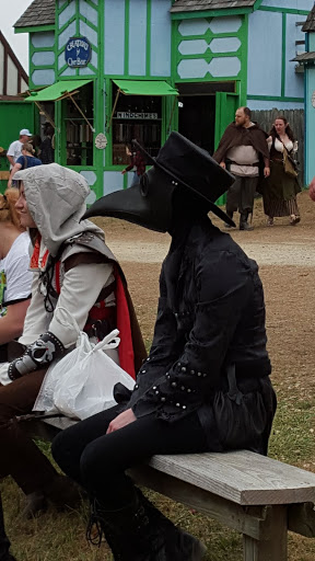Love this costume from the Ohio Renaissance Festival