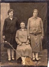 """Photo: Décsi Margit, Vilma, Ilona, 1920-as -30-as évek Décsi Vilma """"háborús bűnöstől"""" (1904-1984, nagyanyám unokahúga) 1950-ben elkobozták vagyonát - aki mint kulák börtönben is volt"""