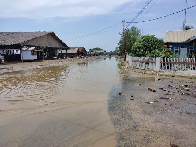 Pasang Purnama Menghantam Pesisir Pantai UJong Blang, Empat Desa Terendam Di Lhokseumawe