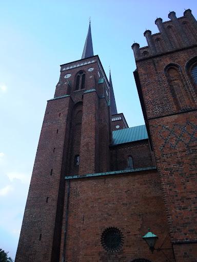 レンガ造りの高い塔