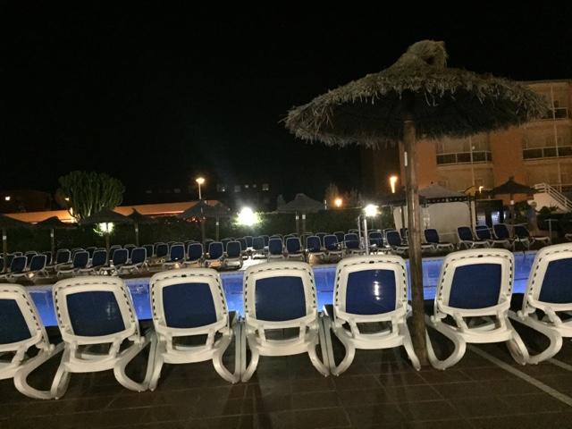 hotel-globales-santa-ponsa-park-sunbeds