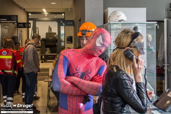 Spiderman oprowadza turystów w Zabrzu