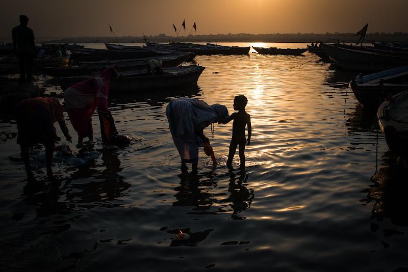 Life and death in Varanasi di paola grassi