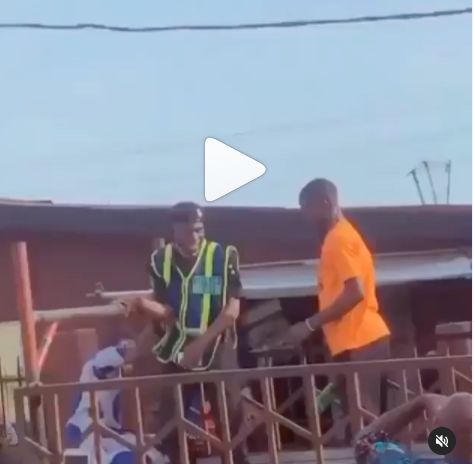 Truck Driver Breaks Bottle On Policeman's Head For Trying To Impound His Vehicle In Lagos (Video)