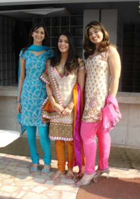 d0d355ef25 Traditional Indian Clothing: Indian Galz
