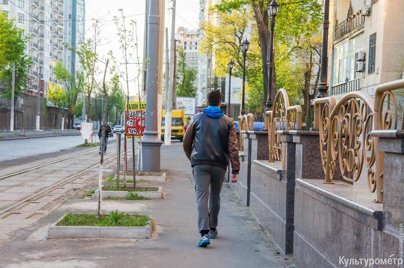 DSC08385 Одесса: пешеходов заставили ходить по трамвайным рельсам