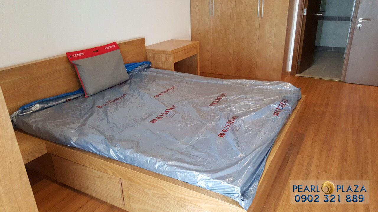 Giường ngủ tại phòng ngủ căn hộ Pearl Plaza cho thuê