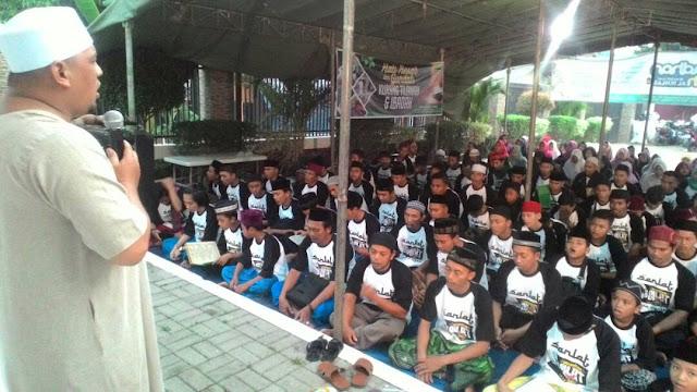 Ratusan Jawara Bekasi Masuk Pesantren