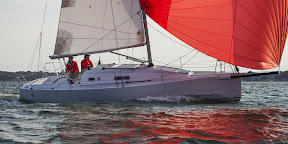 J/97 cruiser racer- sailing fast under spinnaker