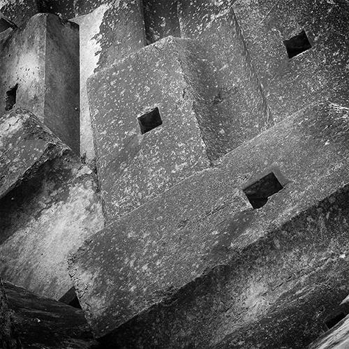 abstract photography, black and white, abstract, photo, concrete, concrete blocks, sea blocks, fotografia abstracta, blocos de betão, blocos, betao, blocos de cais, mar, ruimnm, preto e branco, abstracto, fotografia