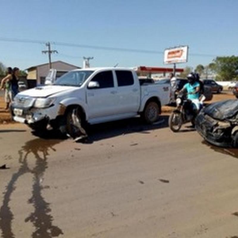 Homem fica ferido após colisão entre carro e caminhonete em Peixoto de Azevedo