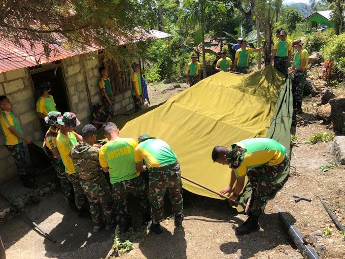 Satgas Yonarmed 6/3 Kostrad Dirikan Tenda Bagi Acara Persemayaman Warga Yang Berduka.