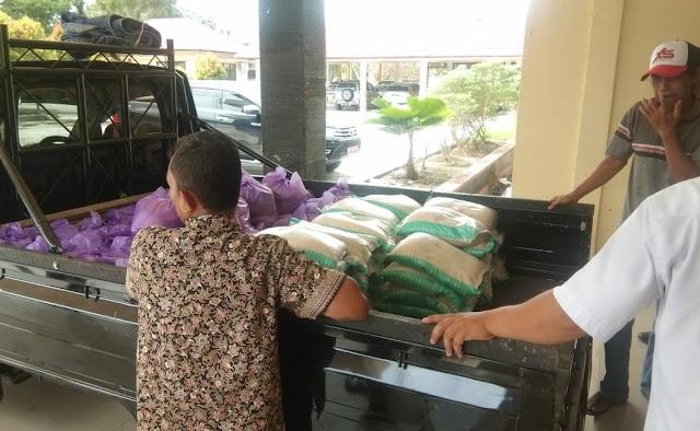 Jelang Lebaran, Ribuan Paket Sembako Dijual di Pasar Murah