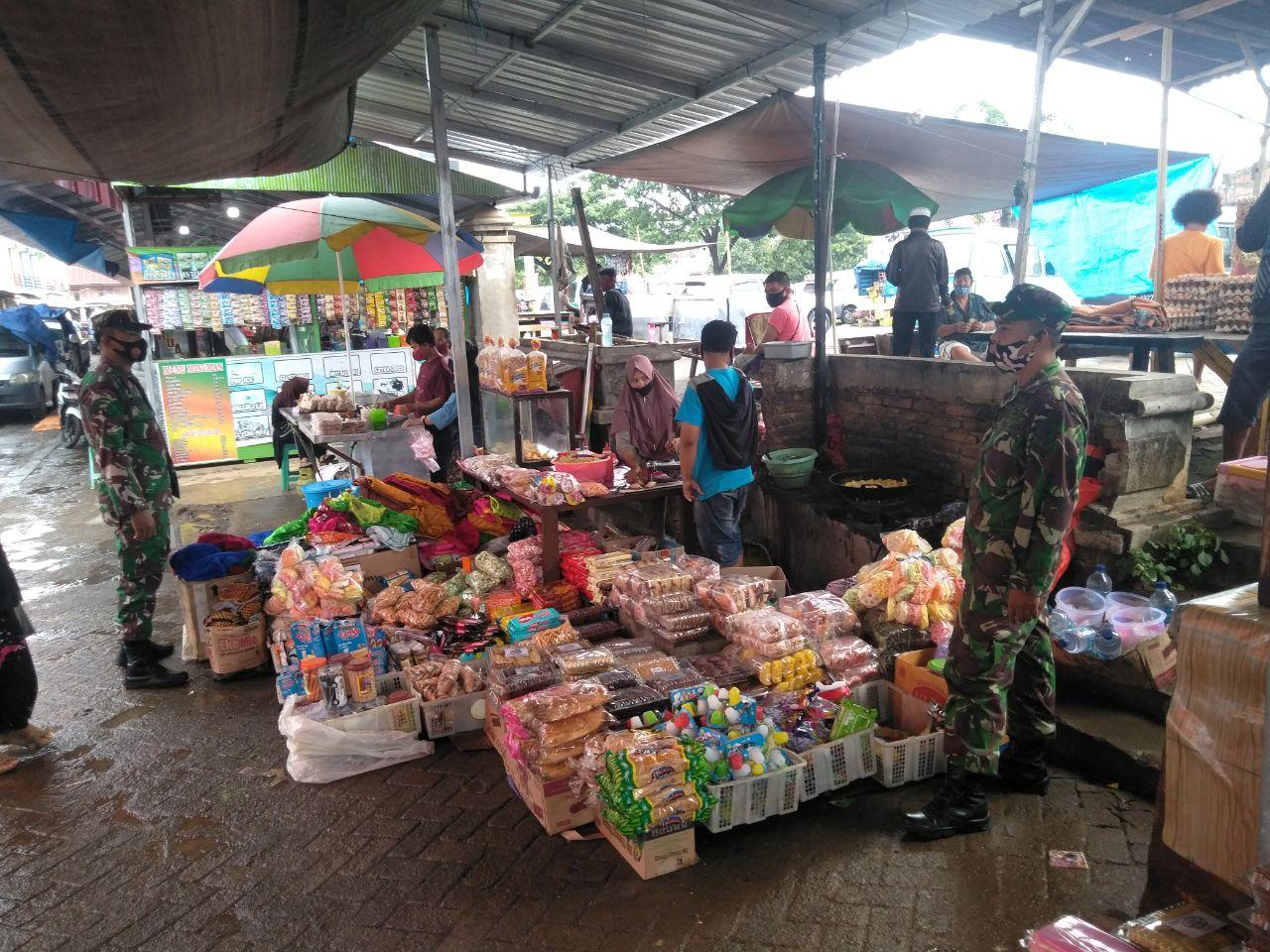 Koramil 1423 - 05 Marioriwawo Terjunkan Babinsa Untuk Patroli PDPK di Pasar Tradisional