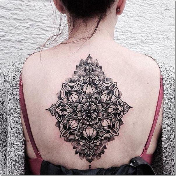 tatuaje_con_rasgos_bien_delineados_y_monocromatica