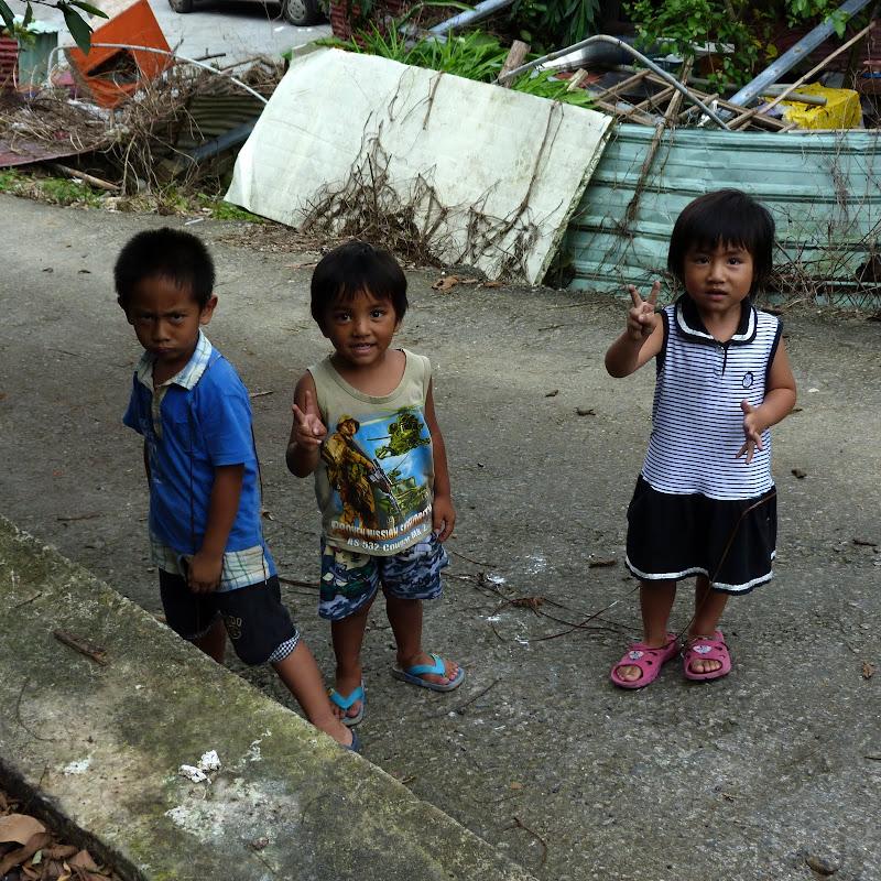 Puli  en passant , entre autres, par les villages de l ethnie Bunum de Loloko et Dili. J 10 - P1170145.JPG