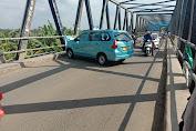 """Ratusan Mobil """"Maksa Mobos"""" Lewat Utara Karawang Tapi Terbendung Petugas Jaga PSBB"""