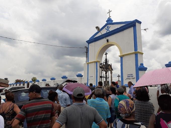 Maruinenses prestam últimas homenagens a Telma Menezes