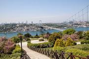 Както всичко в Истанбул и парковете са не по-малко впечатляващи. Някои с това, че са приказно красиви с килими от различни цветове и растения, като парка на лалетата в Емирган, други с това, че в тях са се разхождали султаните от XV до XX век, а преди това сигурно и Византийските управници, като парка до Топкапъ сарай, а трети с приказната си гледка и спокойствие. http://wp.me/p3eoIq-fj