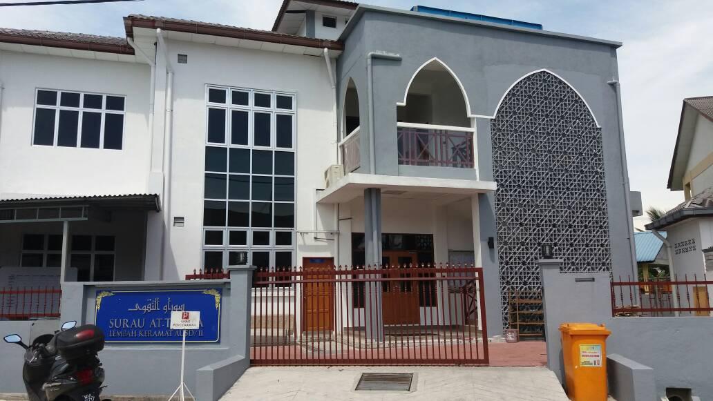 Tangga Loteng Dipasangkan Dalam Masjid