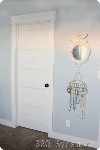door with jewelry hanger