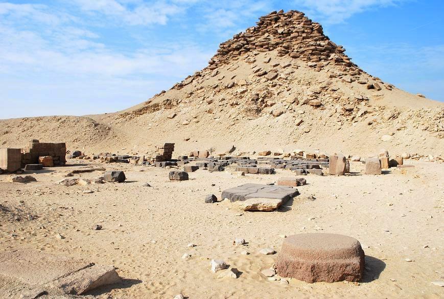 saqqara-pyramid-complex-of-userkaf