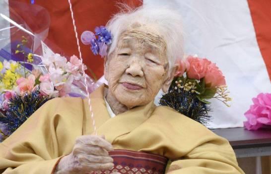 La mujer más anciana del mundo renuncia al relevo olímpico por el COVID-19
