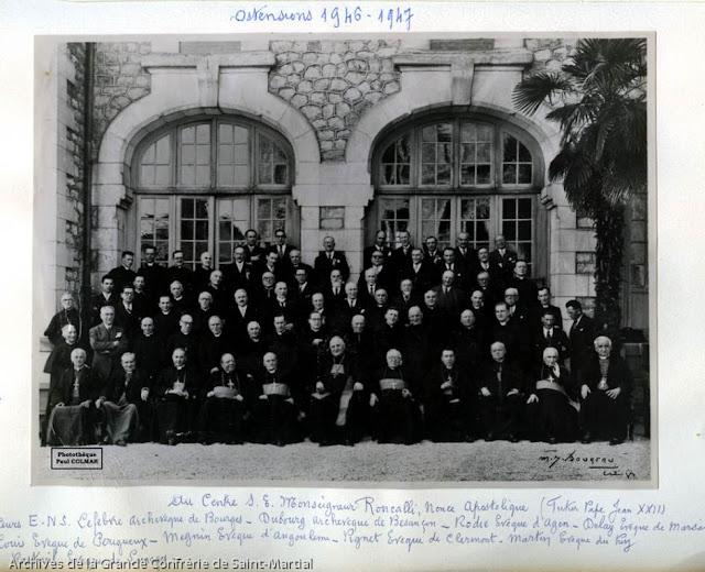 Ostensions 1947 - Retour de Saint-Martial 01-4 - groupe évêques - Photothèque Paul Colmar.jpg