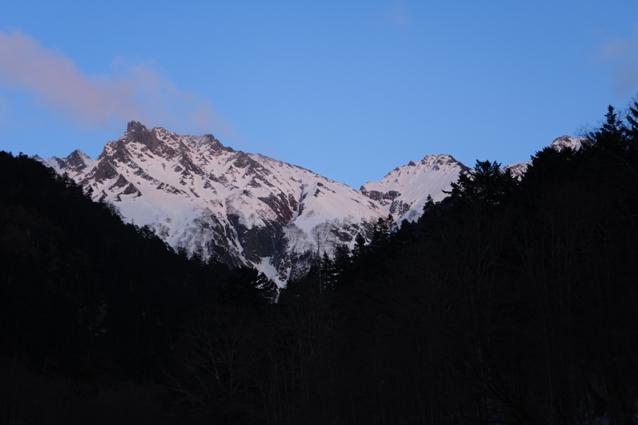 白出出合いより黄昏のジャンダルム稜線