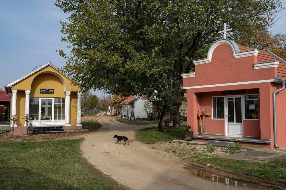 serbia-bungalow-cemeteries-13