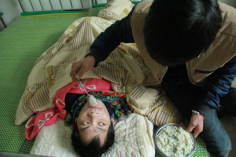 Bác ái Giáng Sinh 2014 tại trung tâm khuyết tật Làng Nam