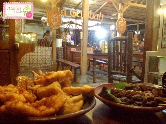 maniak-makan-soto-gerabah-solo-makanan-pelengkap