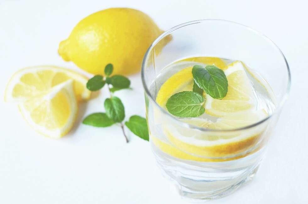 ماء الليمون يحسن جودة البشرة