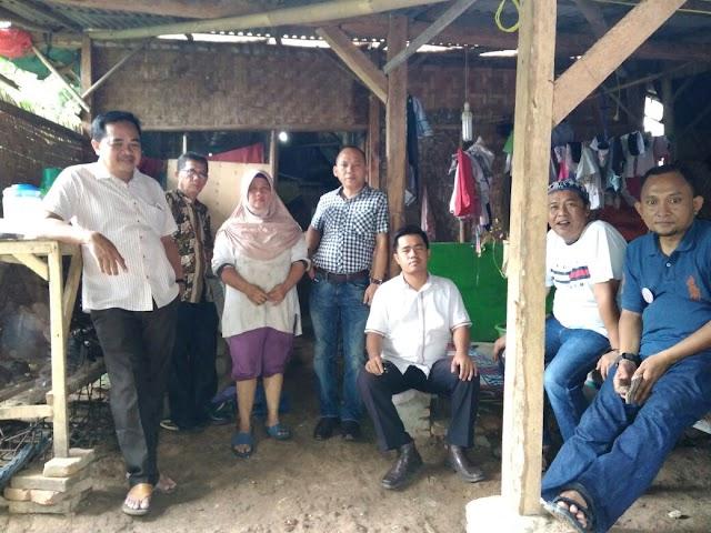 Anggota DPRD Dapil 1 Partai Golkar Wahyu Nugraha Bersama Team Membangun Rumah Warga
